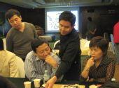 图文:柁嘉熹与唐奕讨论对局 分析比赛形势
