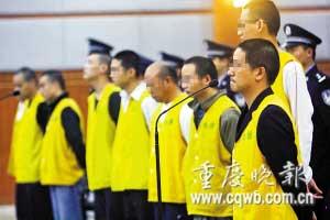 被告人正在受审 记者 杨帆