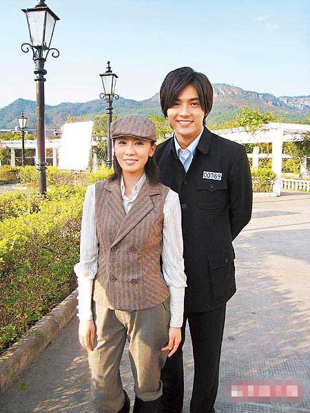 贾静雯(左)、贺军翔昨拍新戏《无间有爱》,是两人首度合作