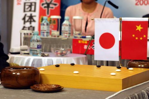 中日两国棋手对弈