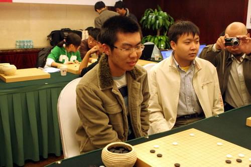 朴文尧、彭荃关注比赛