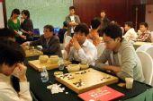 图文:第二局三国棋手研究热情高 日本选手研究