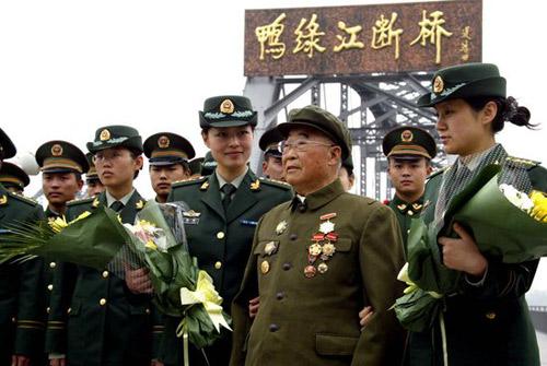 辽宁丹东纪念志愿军赴朝作战58周年