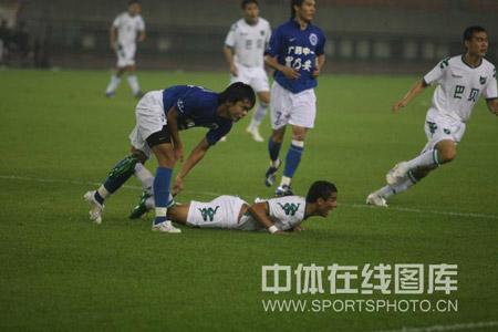图文:[中超]浙江0-0广州 倒地嚎叫