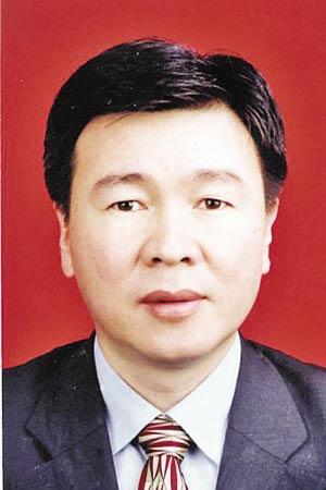 昨日,温州有关部门致电多家媒体,指出媒体21日转载的关于杨湘洪滞法未归的报道放置的人物照片有误。这张照片才是杨湘洪。