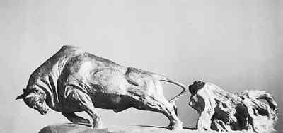图为潘鹤的雕塑作品《开荒牛》