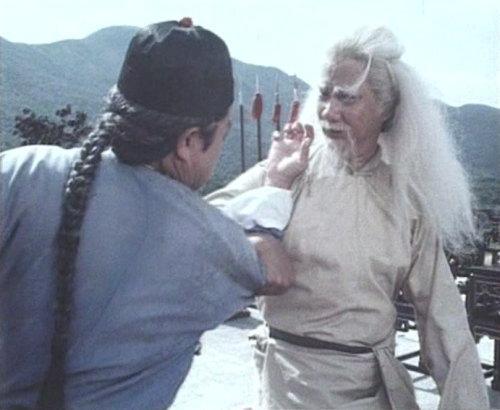 为电视连续剧《霍元甲》担任监制,导演及武指,并在剧中饰演独臂老人图片