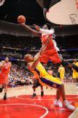 图文:[NBA]湖人VS山猫  华莱士飞身上篮
