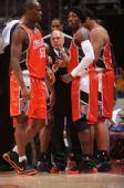 图文:[NBA]湖人VS山猫  布朗言传身教