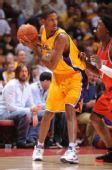 图文:[NBA]湖人VS山猫 阿里扎前场背身靠打