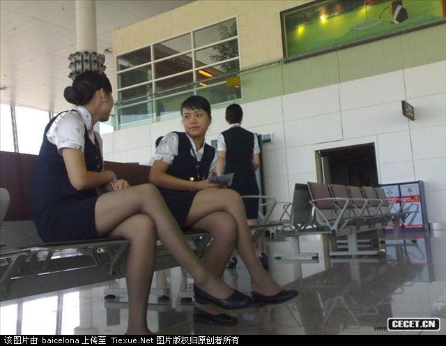 极品性感空姐阴??f?x?_西安机场实拍一群性感黑丝袜空姐
