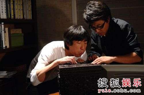 """肖伟正在研究""""神秘盒子"""""""