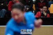 图文:张怡宁完胜助北京3-1北大 施之皓若有所思