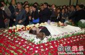 图:谢晋追悼会 各界人士瞻仰遗体