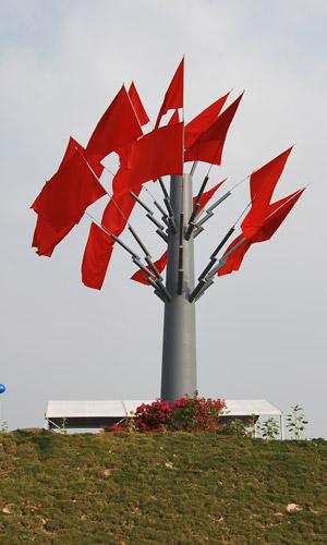 图文:F1摩托艇深圳站 赛场边上红旗树