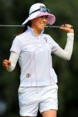 图文:大新华航空LPGA赛 金英击球后的喜悦表情