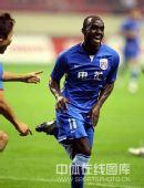 图文:[中超]上海3-2广州 斯科特反超比分