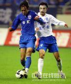 图文:[中超]上海3-2广州 面具人