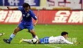 图文:[中超]上海3-2广州 马丁内斯如履平地