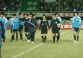 图文:[中超]北京2-1大连 大连队员为何愤怒