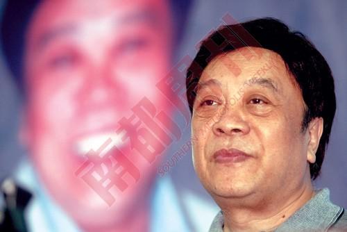 赵忠祥在即将被公众忘掉的时候,成功地以诗人形象重回公众视线。