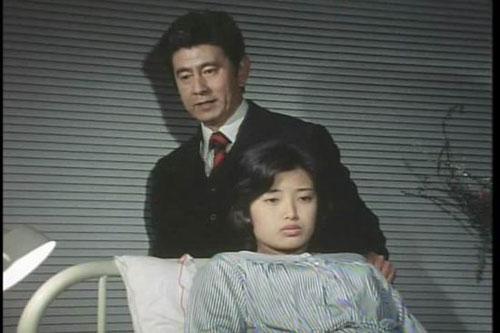 """宇津井健戏里的""""女儿""""和戏外的妻子同样患者白血病"""
