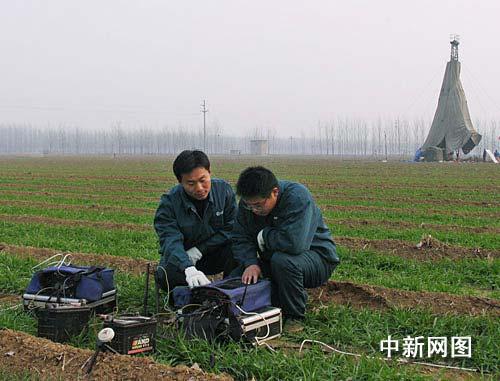 图为地质勘探人员运用先进的物化探和钻探手段破解了华北最大航磁异常,发现济宁特大铁矿。作者:高广超
