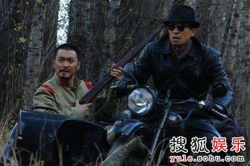 黄俊鹏(左)与王千源