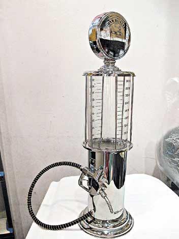 可以装过千毫升的水机,出水方式特别。$159