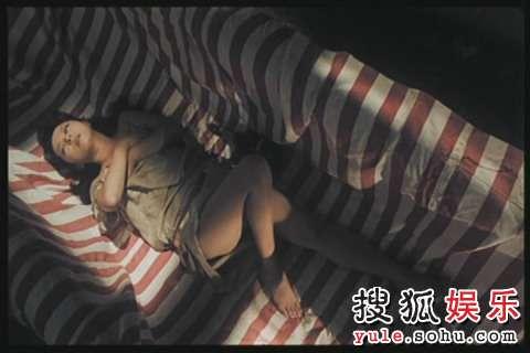 新藤惠美是应聘到香港拍色情片日本女星的前辈