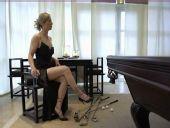 图文:意大利高球女星苏菲桑德罗 坐姿端庄高雅