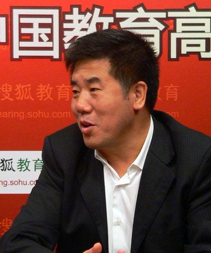 访谈嘉宾:贵州省贵阳市教育局局长李秉中。