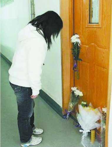 学生鲜花悼念