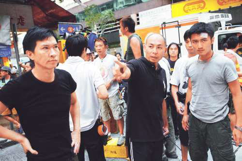 家辉和霆锋细心听导演林超贤指示演出。