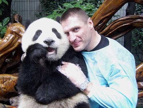 与熊猫亲密合影
