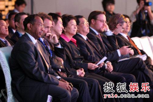 图:台下龙永图、李连杰等贵宾云集