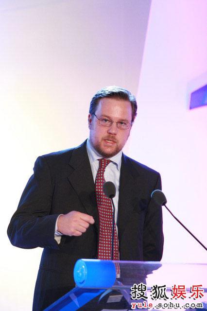 斯科特·韦伯目前担任国际和平组织的秘书长