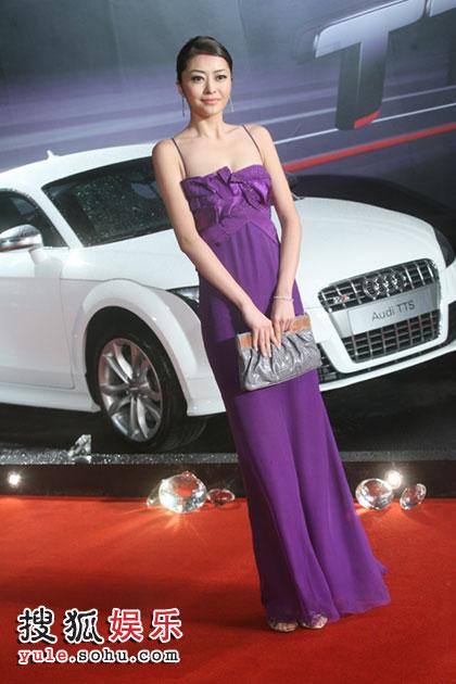 熊黛林紫色吊带裙走红毯