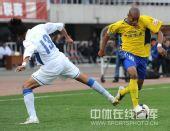 图文:[中超]陕西1-4上海 维森特凶猛