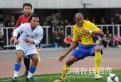 图文:[中超]陕西1-4上海 马丁内斯防守