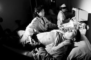 由于今年新增了B超检查,每个人体检时间大约增加20分钟。晨报记者 殷楠/摄