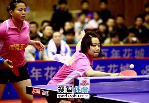 图文:北大方正3-0胜广东 陈晴和高曦激战中
