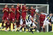 图文:尤文图斯2-0罗马 皮耶罗任意球破门