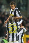 图文:尤文图斯2-0罗马 队友祝贺皮耶罗