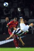 图文:尤文图斯2-0罗马 阿毛里倒钩射门