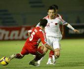 图文:[亚青赛]国青6-0塔吉克 带球突破