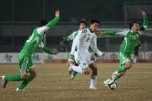 图文:[中超]北京1-0浙江 示意裁判