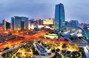 """▲今:中国""""硅谷""""硕果累累 中关村西区的繁华夜景。短短20年,中关村电子一条街从零星几家小店,发展到去年拥有17000多家高新技术企业、技工贸总收入达3941亿元、出口创汇27亿美元的高科技园区。"""