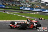 图文:F1巴西大奖赛正赛 汉密尔顿在比赛中