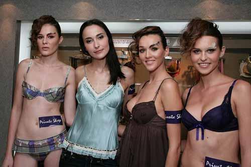 Lisa S. 与 Private Shop「2008 秋冬内衣巡礼」上行骚的模特儿合照